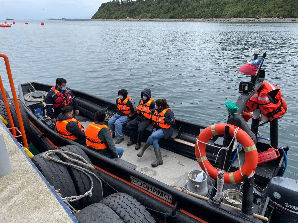 Visita del estudiantes de Acuicultura a Caleta Bay